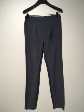 Plus Fine - Olea Pleat Pant